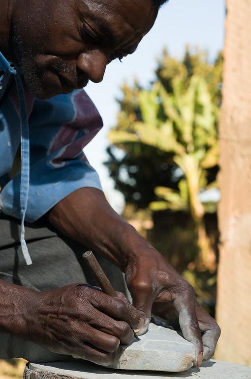 2008-31. Artist Rui creating a sculpture of mozambique.