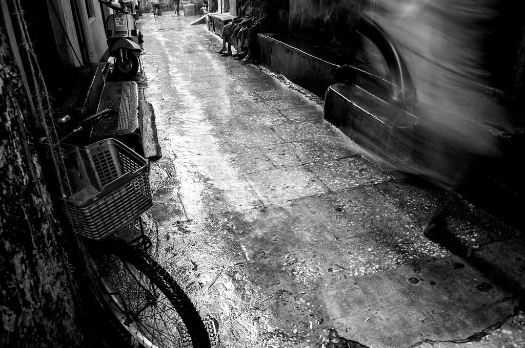 2010-47 Zansibar - Rain in Stonetown.