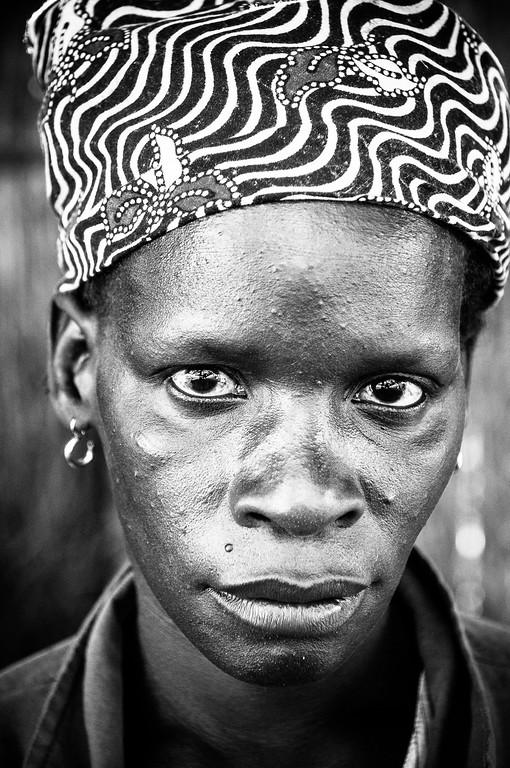 2009-26 Savane, Sofala - Worker at a Jatropha Farm in Savane.