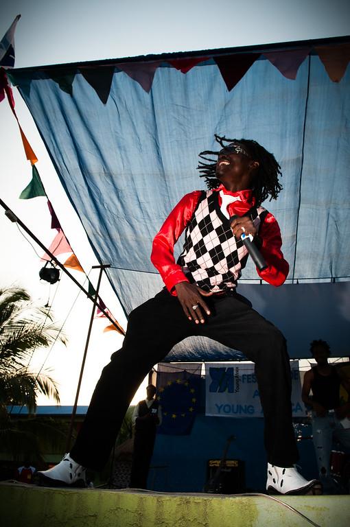 2010-36 Beira - Superstar Manunjes Jackson. Brother of Michael.