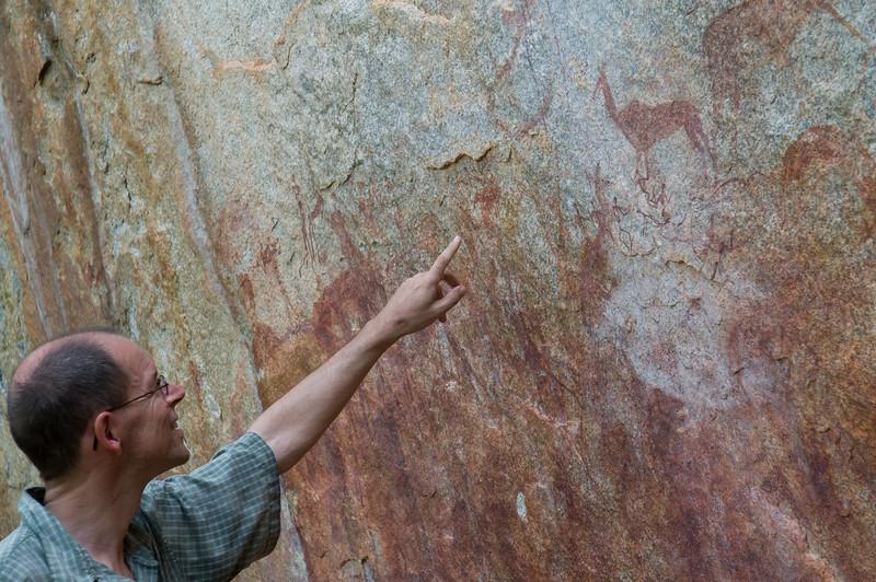2008-51. Dr. Uwe explains rockpaintings.
