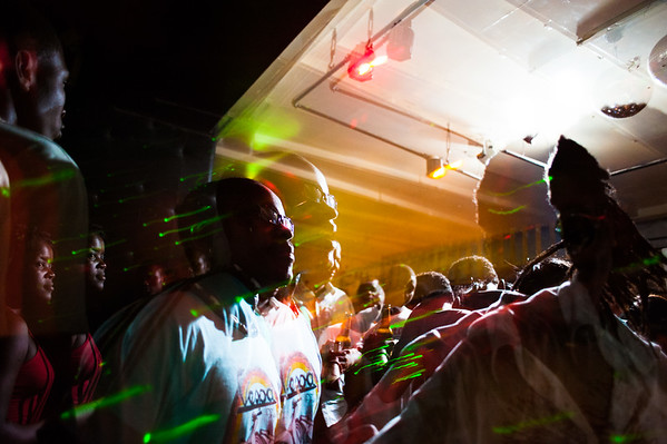 Photo of the week 2011-04, Maninhex and Djonguex in the Bruxa Bar, Beira