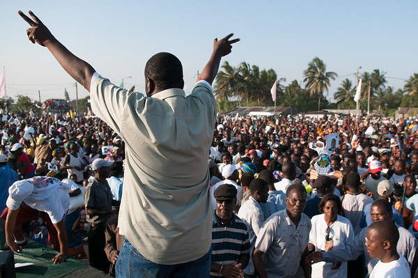 2009-44 Beira - Final Campaign of the MDM with their Candidate Daviz Simango.