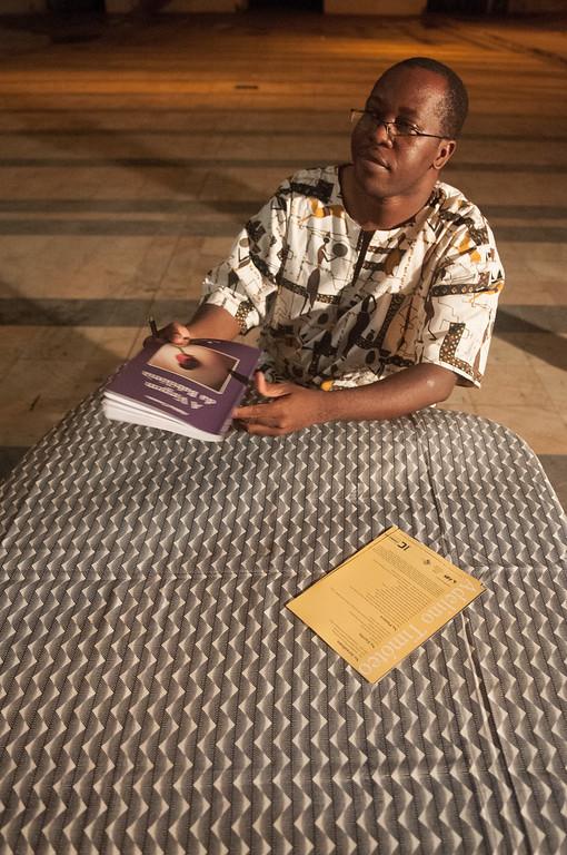"""2009-46 Beira - Presentation of the Book """"A Virgem da Babilónia"""" by the Mozambiquean Writer Adelino Timóteo."""