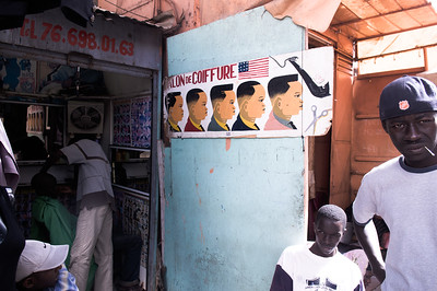 2009-22 Senegal - Selection of finest haircuts at the marché de Dakar.