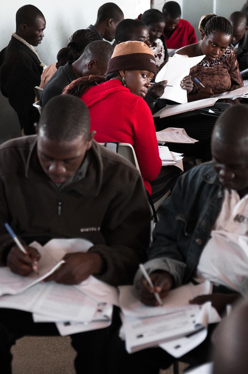 2009-31 Chimoio - Exam of Distancelearning students of the Centro de Ensino a Distancia.