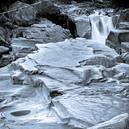 Coaster - Frosty Granite Falls Black & White