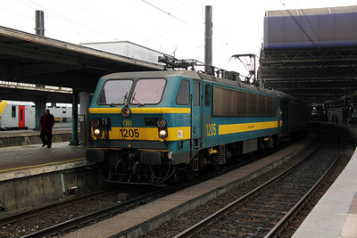 3) 1205 at Brussel Midi on 13th November 2011