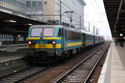 2) 1205 at Brussel Midi on 13th November 2011