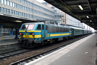 1) 1205 at Brussel Midi on 13th November 2011