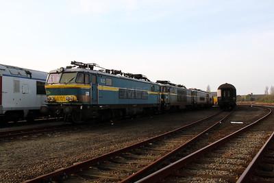 1) 1605 at Oostende Depot on 12th November 2011