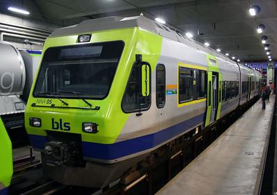 BLS, 525 005 at Spiez Depot on 5th November 2005