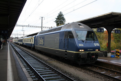 1) BLS, 465 018 at Burgdorf on 5th November 2005