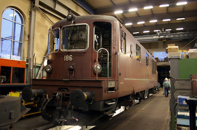 BLS, 186 at Spiez Depot on 5th November 2005
