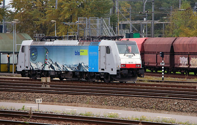BLS Cargo, 186 105 (91 80 6186 105-3 D-Rpool) at Kijfhoek Yard on 24th October 2015 (1)