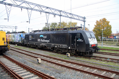 ERS, ES 64 F4 211 (91 80 6189 211-6 D-DISPO) at Waalhaven Yard on 24th October 2015 (2)