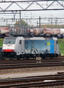 BLS Cargo, 186 105 (91 80 6186 105-3 D-Rpool) at Kijfhoek Yard on 24th October 2015 (6)