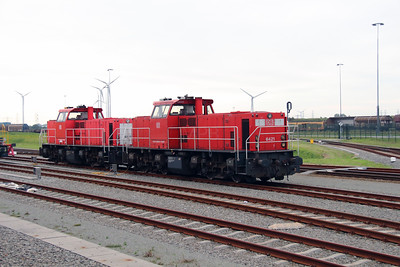 6421 (92 84 2006 421-6 NL-RN) at Sloehaven Europaweg Yard on 24th October 2015 (2)