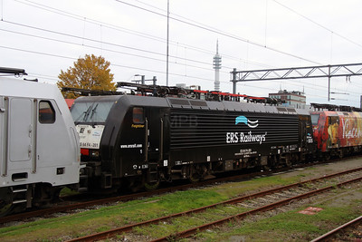 ERS, ES 64 F4 201 (91 80 6189 201-7 D-DISPO) at Waalhaven Yard on 24th October 2015 (2)