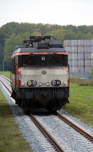 Locon, 9904 (91 84 1570 831-5 NL-LBL) at Botlek Theemsweg on 24th Ocotber 2015 working Mercia Charters Railtour (1)