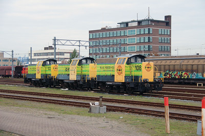 RRF, 108 (98 84 8283 738-8 NL-RFF) at Waalhaven Yard on 24th October 2015 (3)