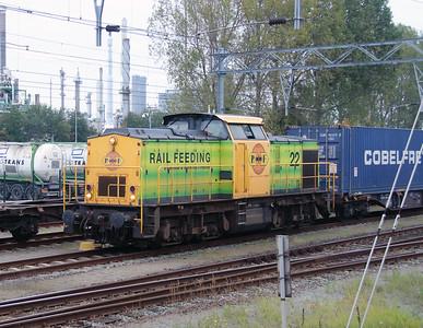 RRF, 22 (92 84 2203 022-3 NL-RRF) at Botlek Yard on 24th October 2015 (1)