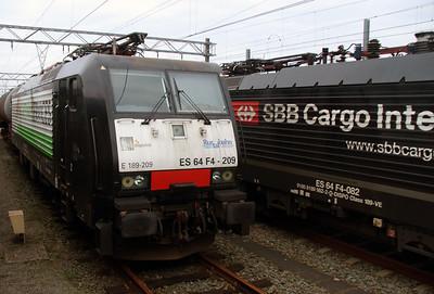 RurtalBahn, ES 64 F4 209 (91 80 6189 209-0 D-DISPO) at Waalhaven Yard on 24th October 2015 (2)