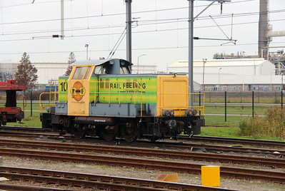 RRF, 107 (98 84 8283 737-0 NL-RRF) at Botlek Yard on 24th October 2015 (8)
