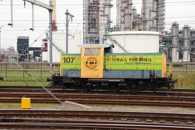 RRF, 107 (98 84 8283 737-0 NL-RRF) at Botlek Yard on 24th October 2015 (4)