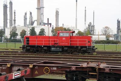 6437 (92 84 2006 437-2 NL-RN) at Botlek Yard on 24th October 2015 (5)