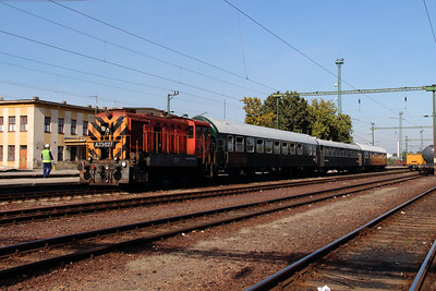 4) A23 027 (98 55 0319 027-6) at Dunaujvaros on 5th October 2013