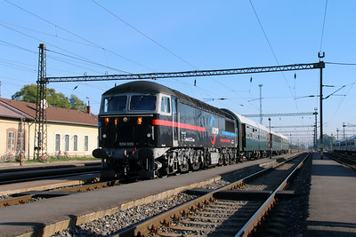 2) Floyd, 659 002 (92 55 0659 002-3 H-FLOYD ex UK 56115) at Pusztaszabolcs on 5th October 2013