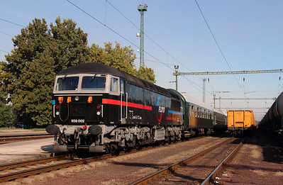 1) Floyd, 659 002 (92 55 0659 002-3 H-FLOYD ex UK 56115) at Dunaujvaros on 5th October 2013