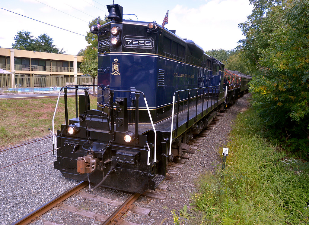 ". A Colebrookdale Railroad train pulls up to the platform at Memorial Park carrying players for the ""Old Tyme Baseball Game\"" Sept. 9, 2017. / Bob Raines--Digital First Media"