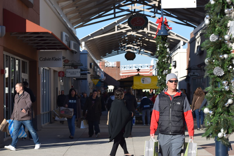Shoppers got in the holiday spirit as they kicked off their shopping on Black Friday at the Philadelphia Premium Outlets.<br /> Marian Dennis -- Digital First Media