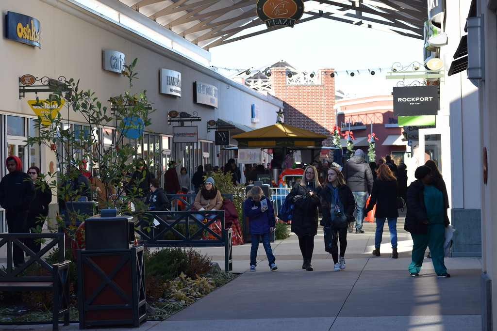. Shoppers bundled up and braced the cold morning weather to kick off their holiday shopping on Black Friday at the Philadelphia Premium Outlets in Limerick. Marian Dennis -- Digital First Media