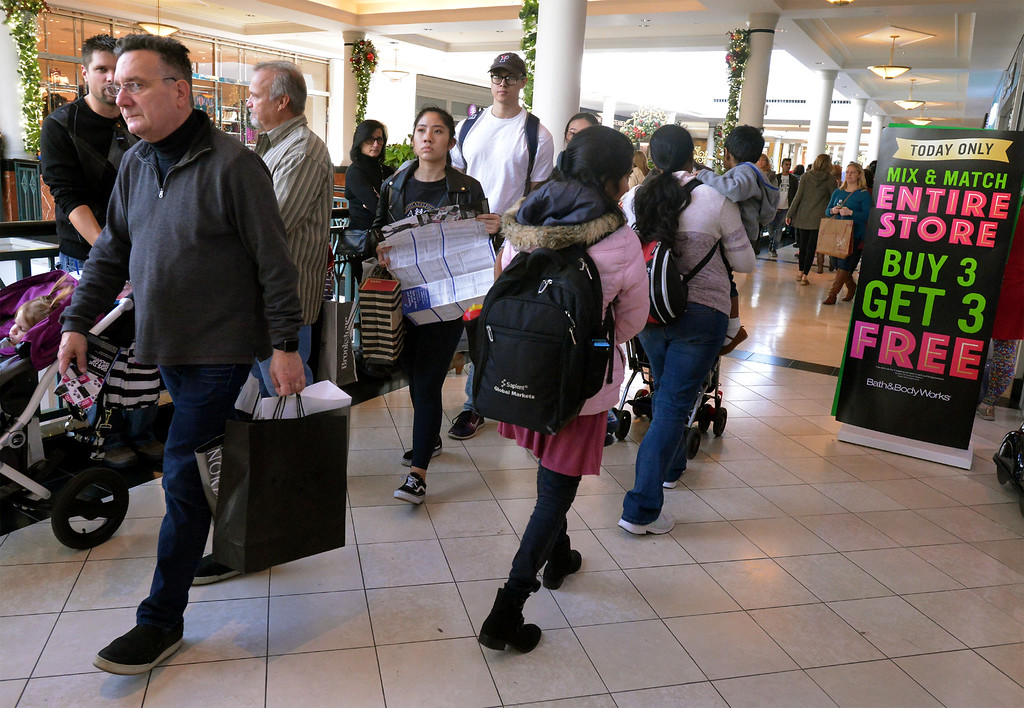 . Shoppers look for bargains at King of Prussia Mall Nov. 24, 2017. (Bob Raines--Digital First Media)
