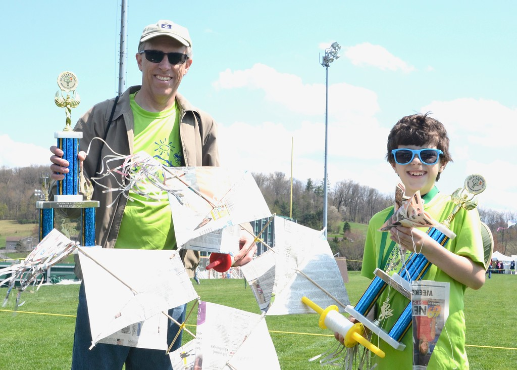 . Jesi Yost - Digital First Media  Pictured with his son, Oliver, Steve Messner was named Newspaper Kite Division Grand Champion for the send year in a row.