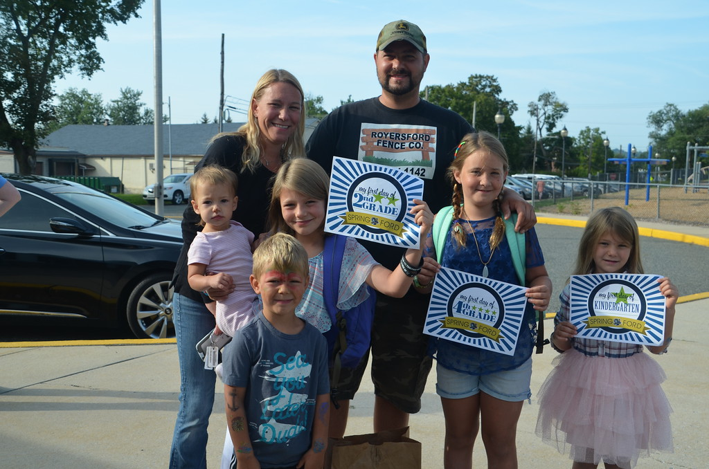 . Students and paretns are all smiles at Royersford Elementary School on the first day. Submitted photo