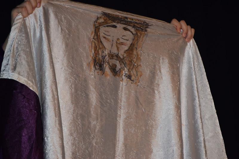 Marian Dennis – Digital First Media<br /> Zoe George, who is portraying Veronica, holds up a likeness of Jesus during a performance of the Living Stations.