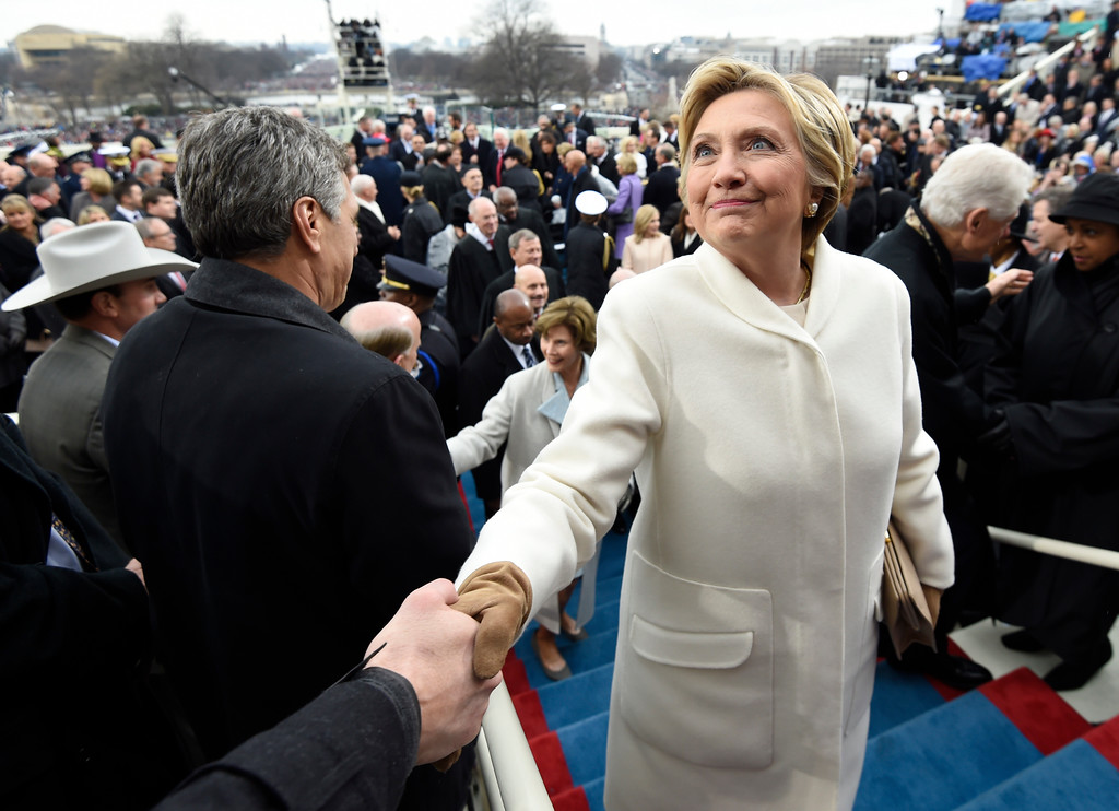 . Former US presidential candidate Hillary Clinton leaves after the Presidential Inauguration at the US Capitol in Washington, DC, on January 20, 2017. / AFP PHOTO / POOL / SAUL LOEB