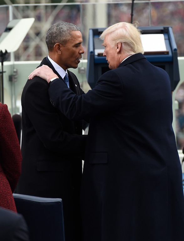 . US President Barack Obama shake hands with President-elect Donald Trump during the Presidential Inauguration at the US Capitol in Washington, DC, on January 20, 2017. / AFP PHOTO / POOL / SAUL LOEB