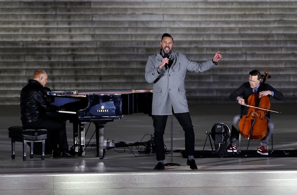 ". The Piano Guys perform at a pre-Inaugural ""Make America Great Again! Welcome Celebration\"" at the Lincoln Memorial in Washington, Thursday, Jan. 19, 2017. (AP Photo/David J. Phillip)"