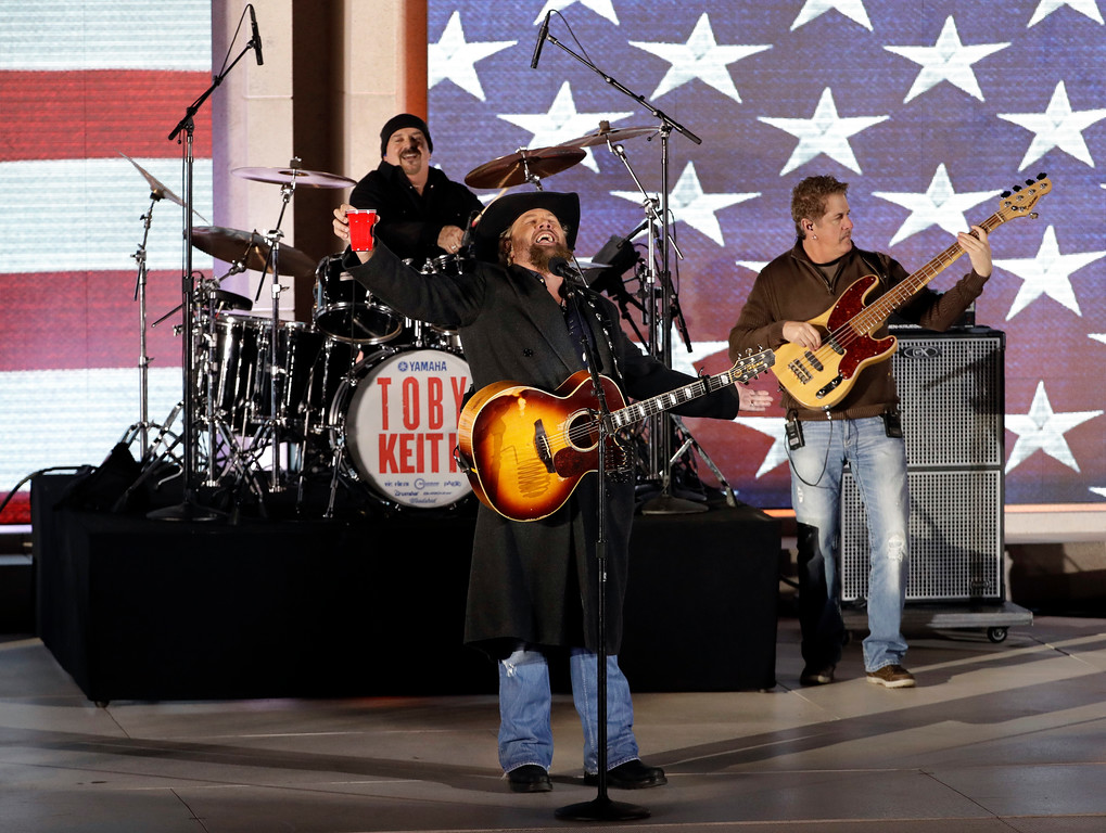 """. Toby Keith performs at a pre-Inaugural \""""Make America Great Again! Welcome Celebration\"""" at the Lincoln Memorial in Washington, Thursday, Jan. 19, 2017. (AP Photo/David J. Phillip)"""