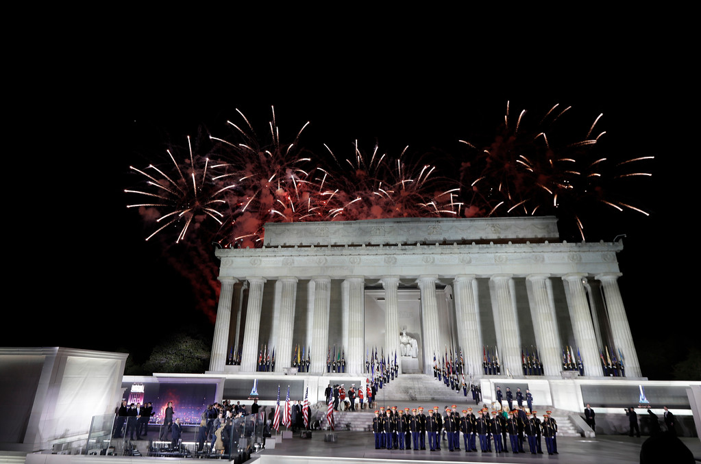 ". Fireworks fill the sky at the end of a pre-Inaugural ""Make America Great Again! Welcome Celebration\"" at the Lincoln Memorial in Washington, Thursday, Jan. 19, 2017. (AP Photo/David J. Phillip)"