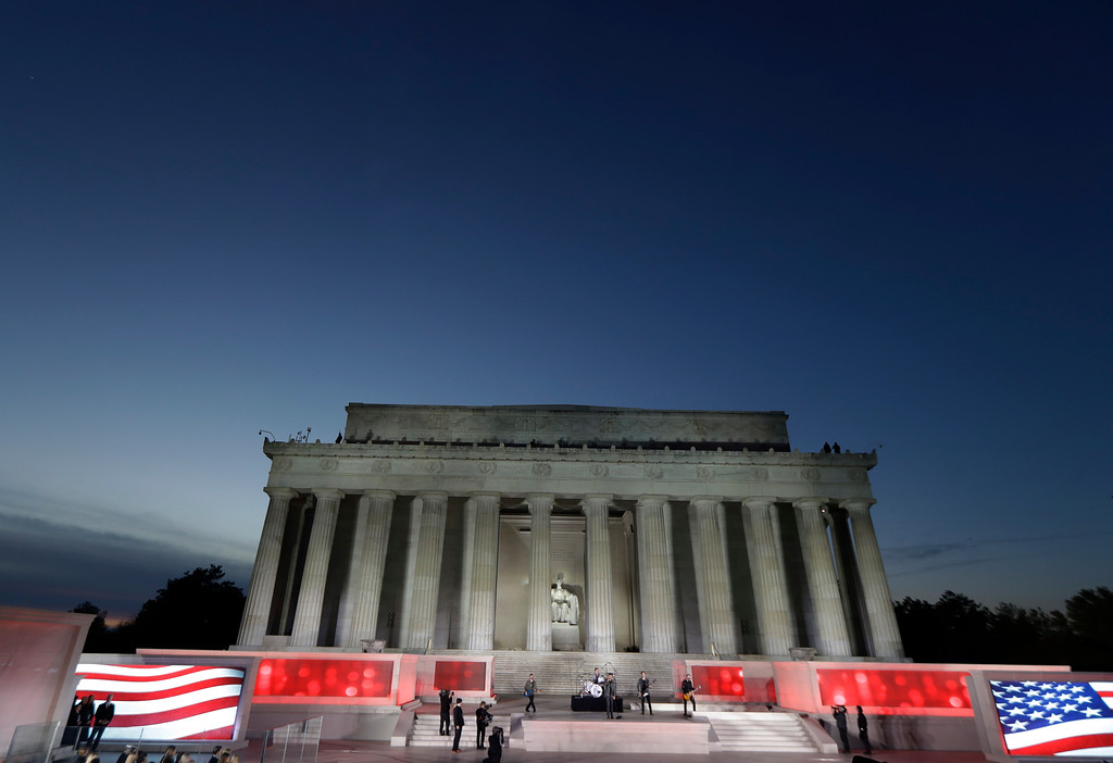 """. The Lincoln Memorial is seen at sunset during a pre-Inaugural \""""Make America Great Again! Welcome Celebration\"""" at the Lincoln Memorial in Washington, Thursday, Jan. 19, 2017, as 3 Doors Down perform. (AP Photo/David J. Phillip)"""