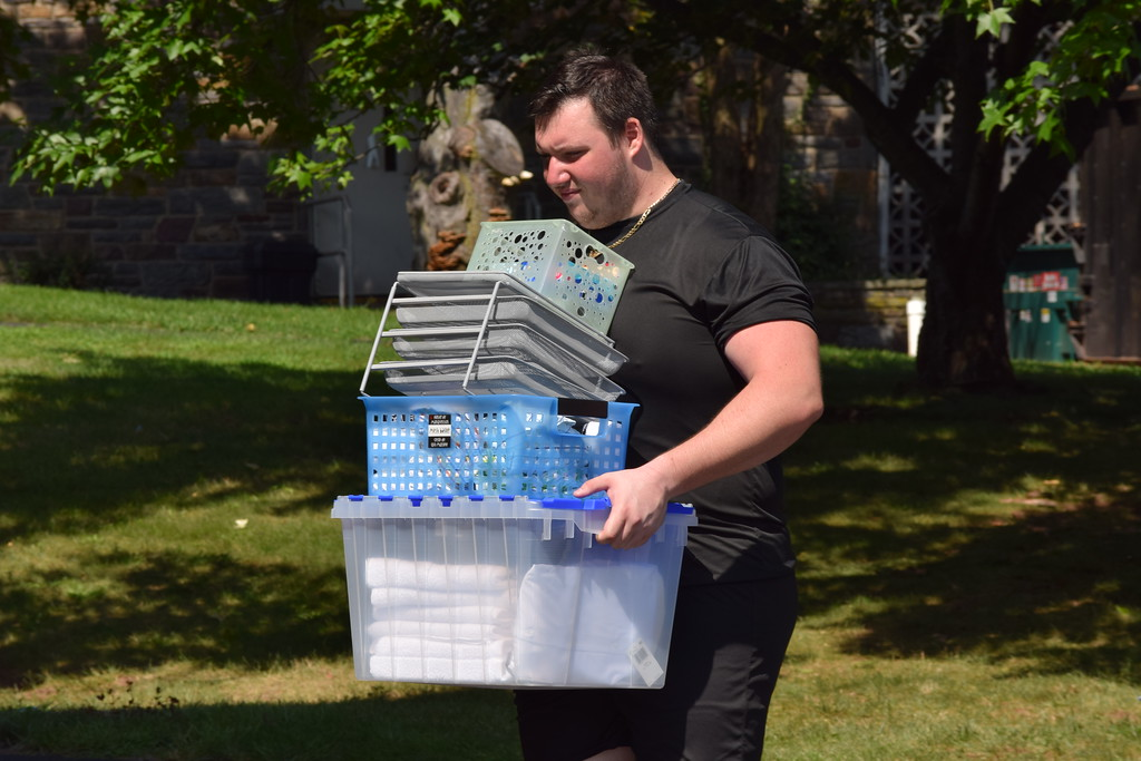 . Marian Dennis � Digital First Media Students at Ursinus College began the move-in process Thursday as family, friends and fellow students assisted them in setting up their new rooms.