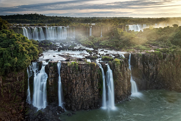 Three Musketeers Falls, and the Rivadavia Falls on the Argentine side of Iguazu Falls at the back. The Three Musketeers Falls can only be viewed from the Brazilian side.