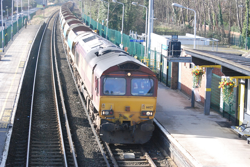 66127 <br /> <br /> arrives into Ainsdale platform with a rake of Ballast wagons