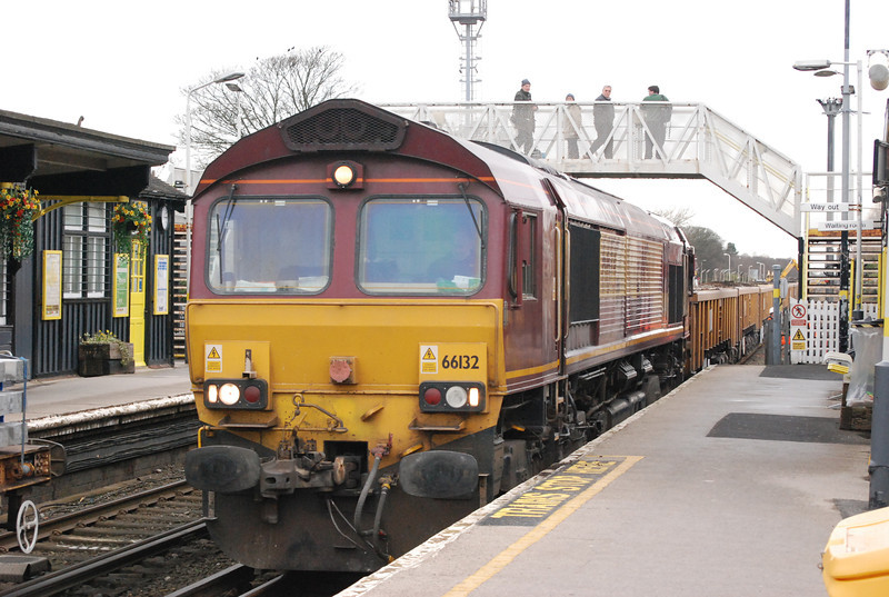 66132 <br /> <br /> eases it's train into the Platform at Ainsdale after being loaded with spoil